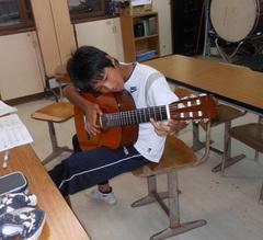 陸斗ギター.jpg